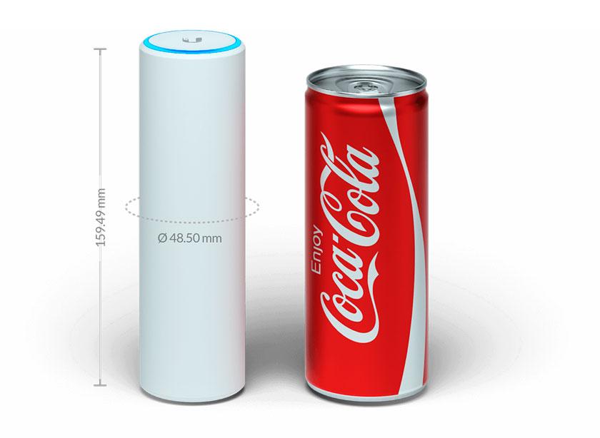 O UniFi UAP-FlexHD tem 15,9cm de altura e 4,85cm de diâmetro, tamanho próximo de uma lata de refrigerante